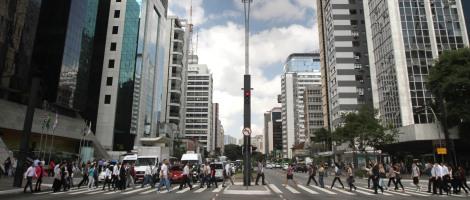 Paulista – São Paulo (SP) – 17.04.2013 – Geral – Avenida Paulista- Vista da Avenida Paulista no cruzamento com a Avenida Brigadeiro Luis Antonio. Foto: Jose Cordeiro/SPTuris